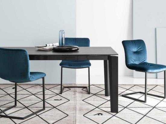 Stoli in mize za jedilnico
